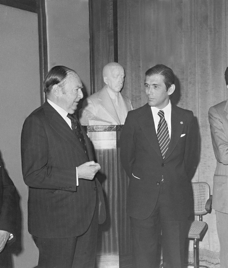 "Narcís de Carreras (left), ""la Caixa"" President, along with the Managing Director, José Vilarasau."