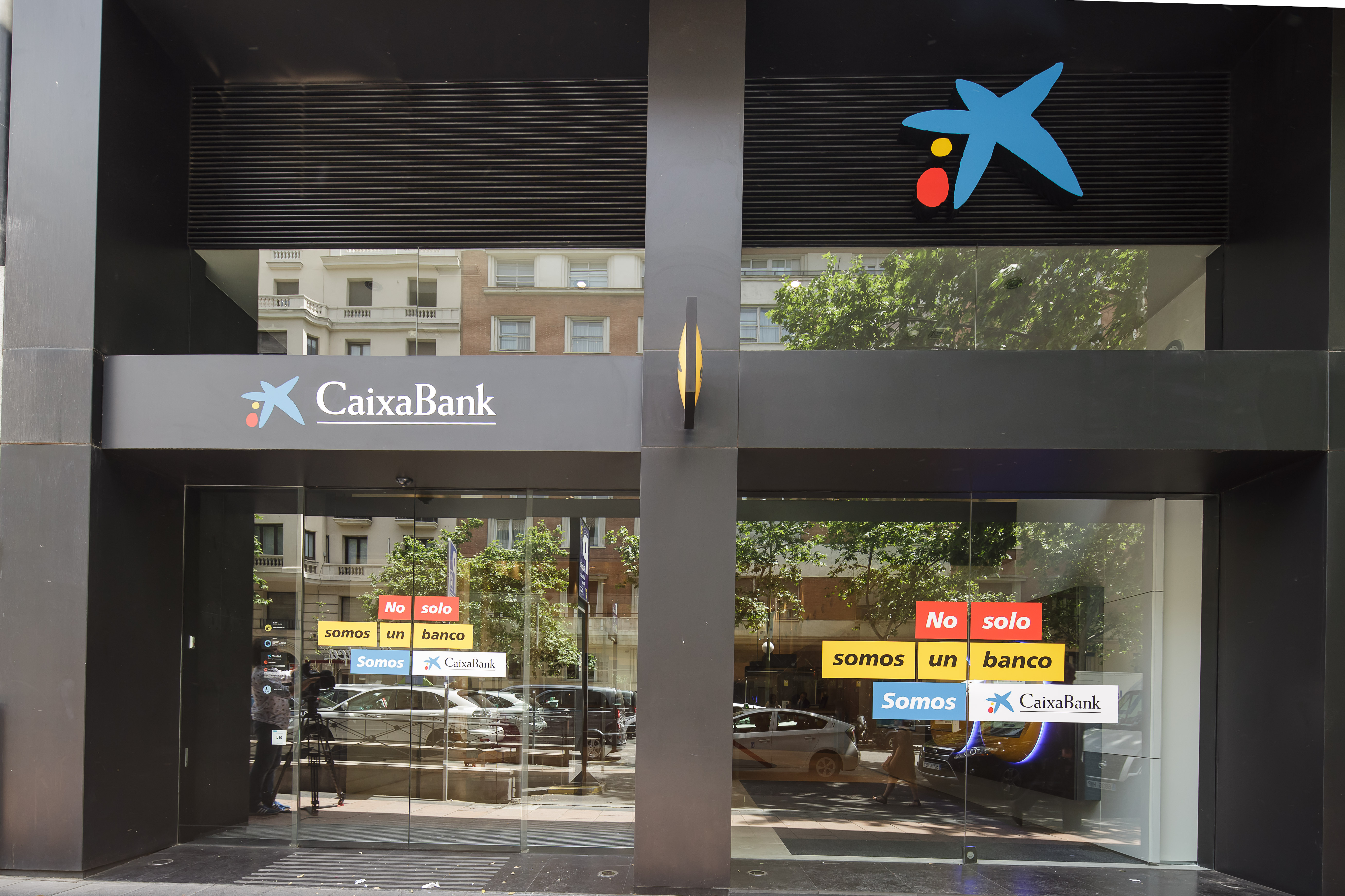 Caixabank culmina la fusi n con barclays bank sau e inicia for Oficines caixabank