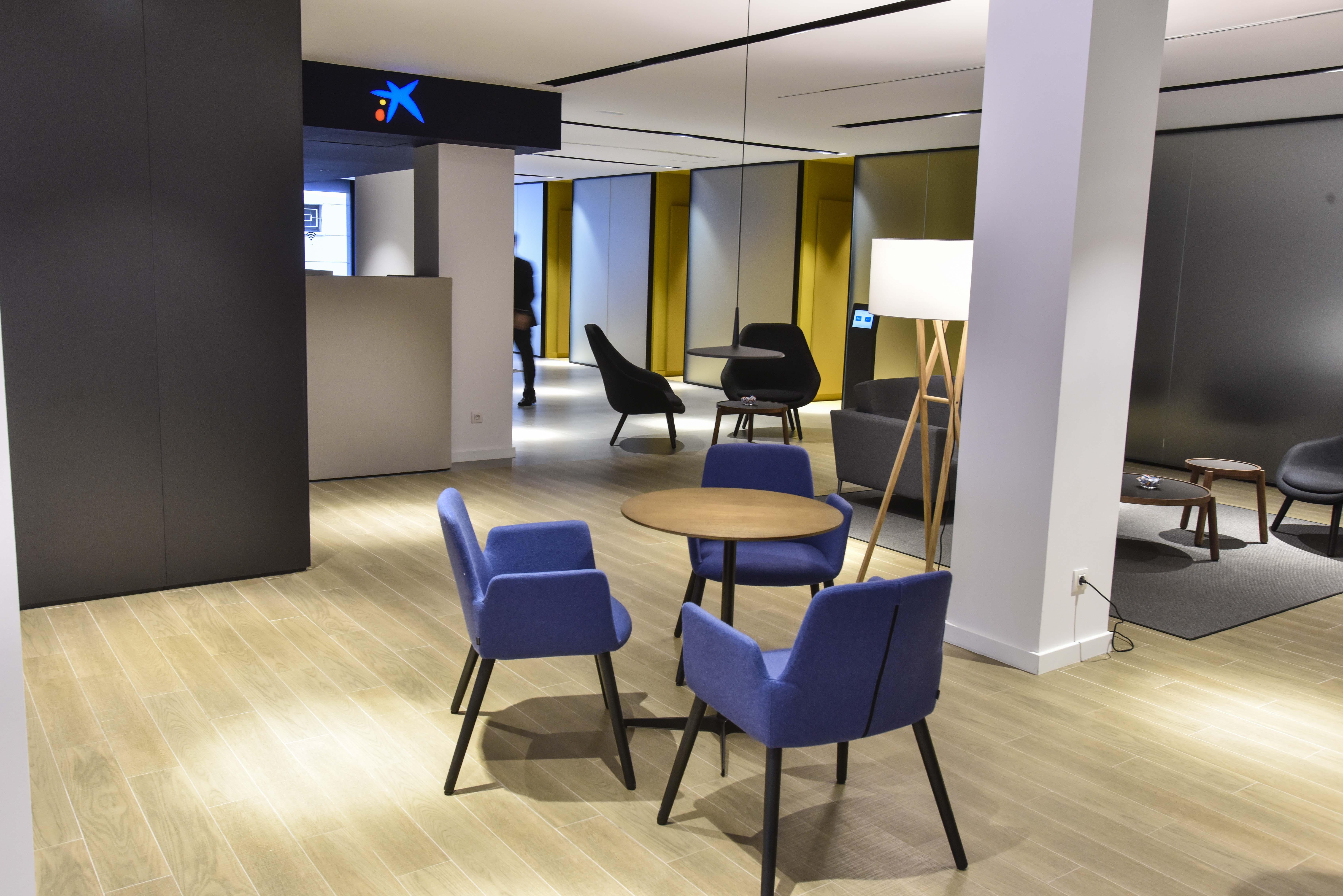 Caixabank abrir 200 oficinas de su nuevo modelo store en for Oficinas bbk en barcelona