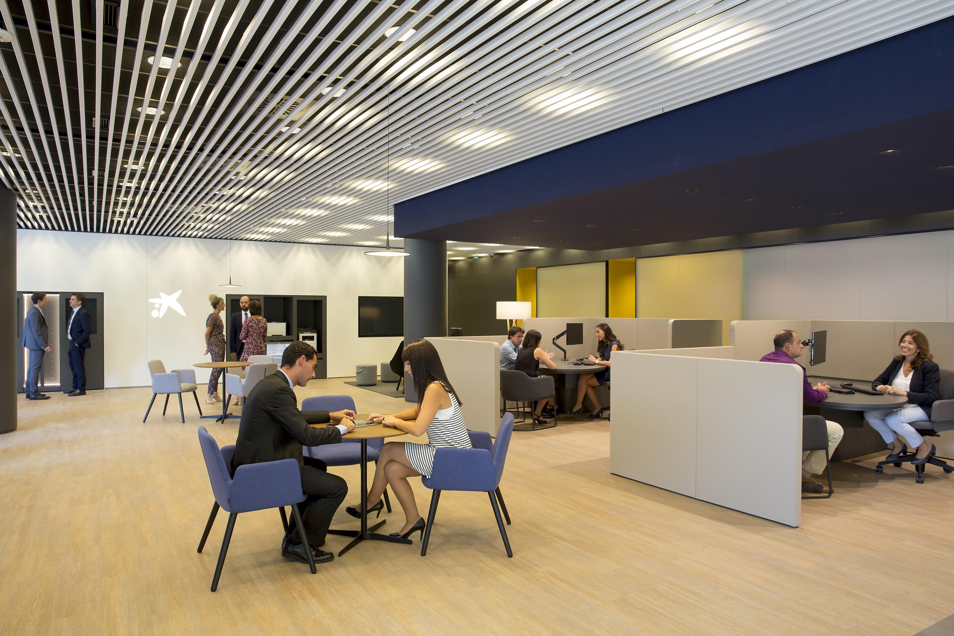 Caixabank abre en pamplona y bara in dos oficinas del for Oficina 2100 caixabank