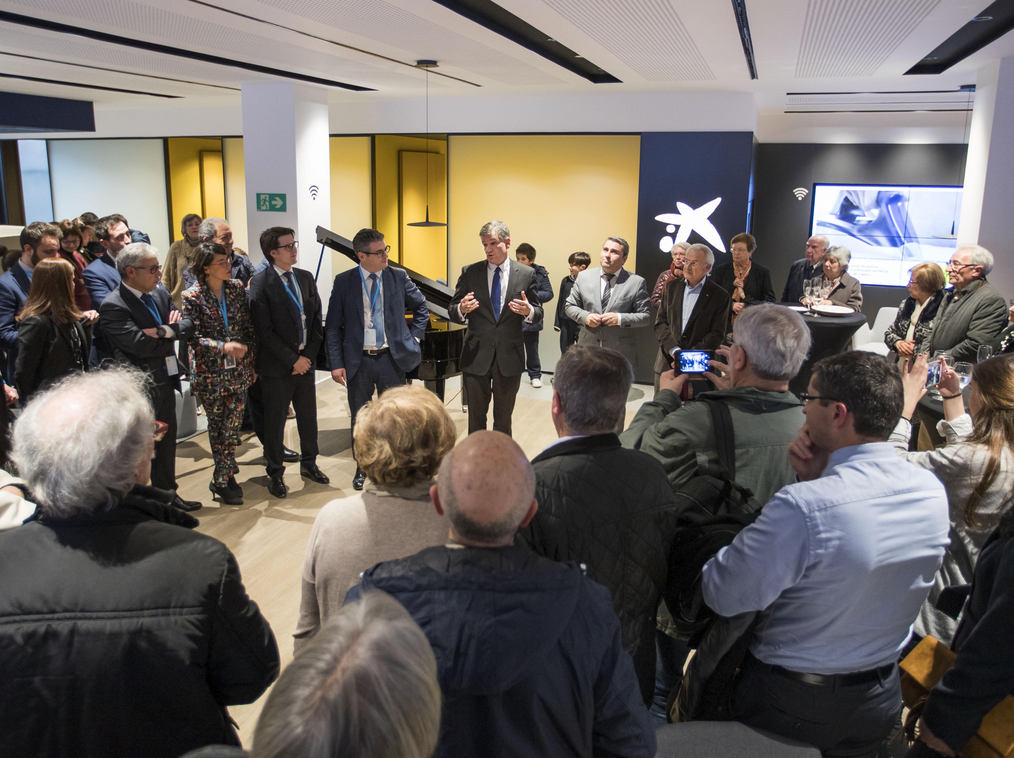 Caixabank ha inaugurado la oficina de nuevo modelo store inca for Oficinas sabadell malaga