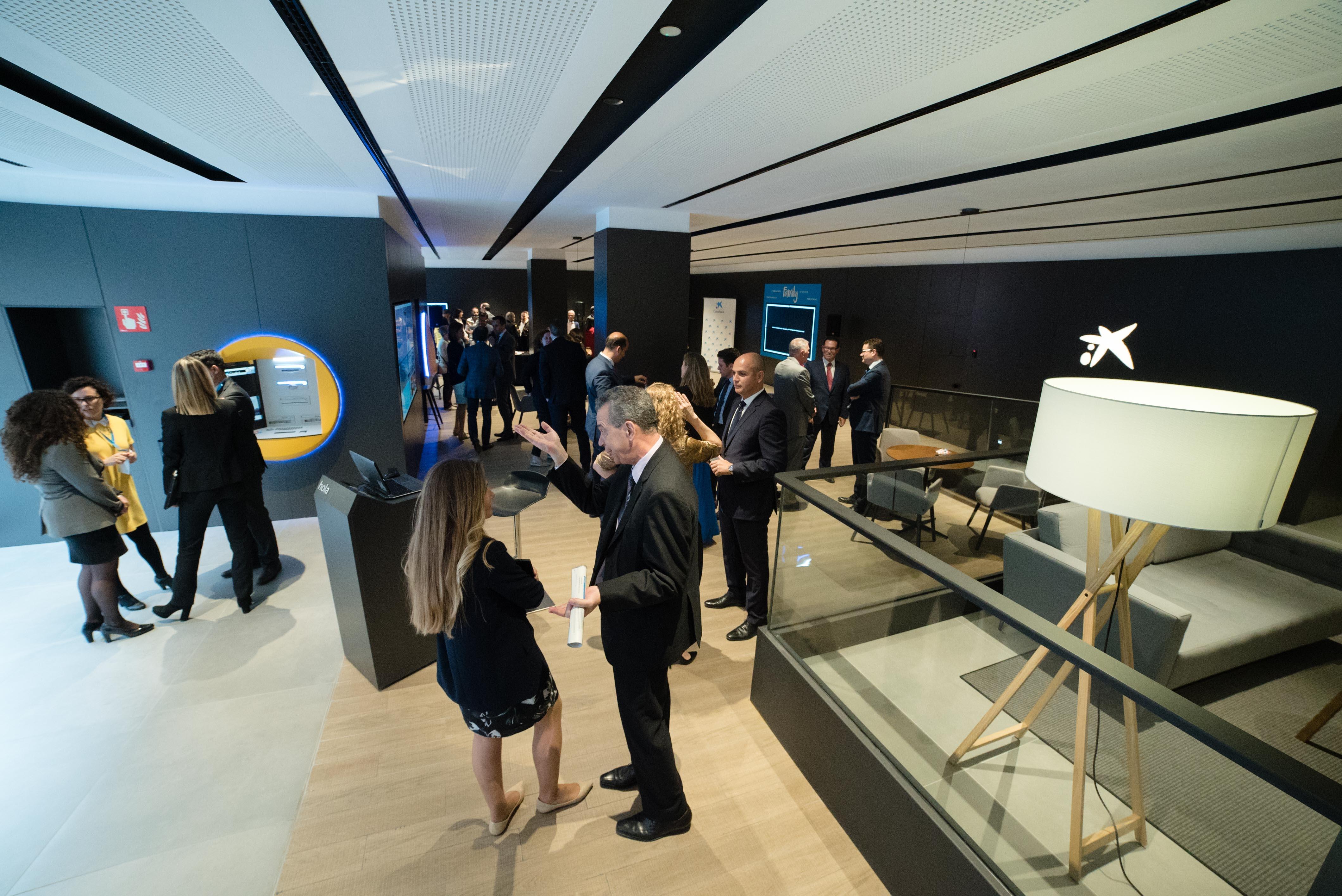 Caixabank ha inaugurado la oficina de nuevo modelo store for Oficina 9383 la caixa