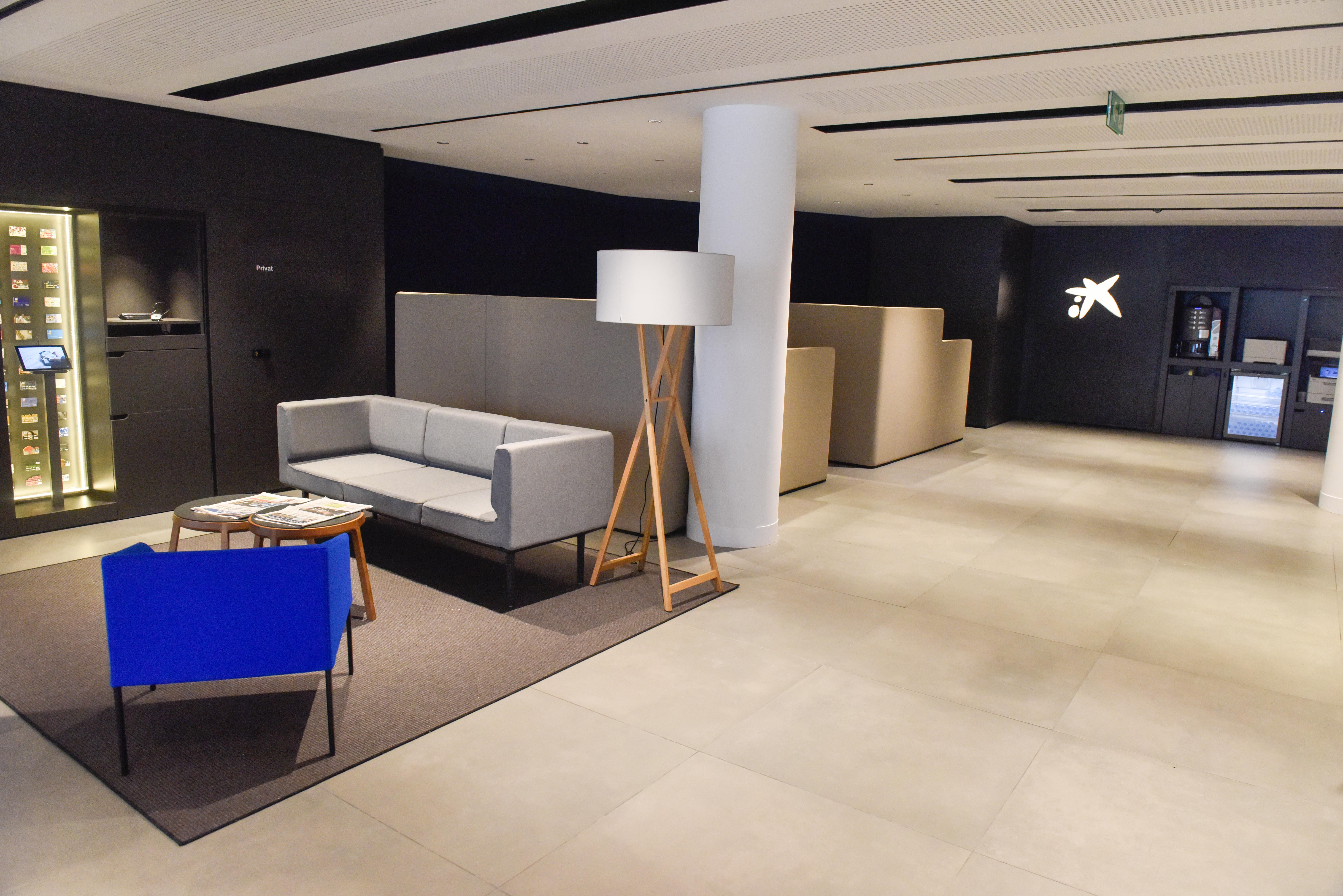 Caixabank abre en martorell una oficina de su nuevo modelo for La caixa oficina internet