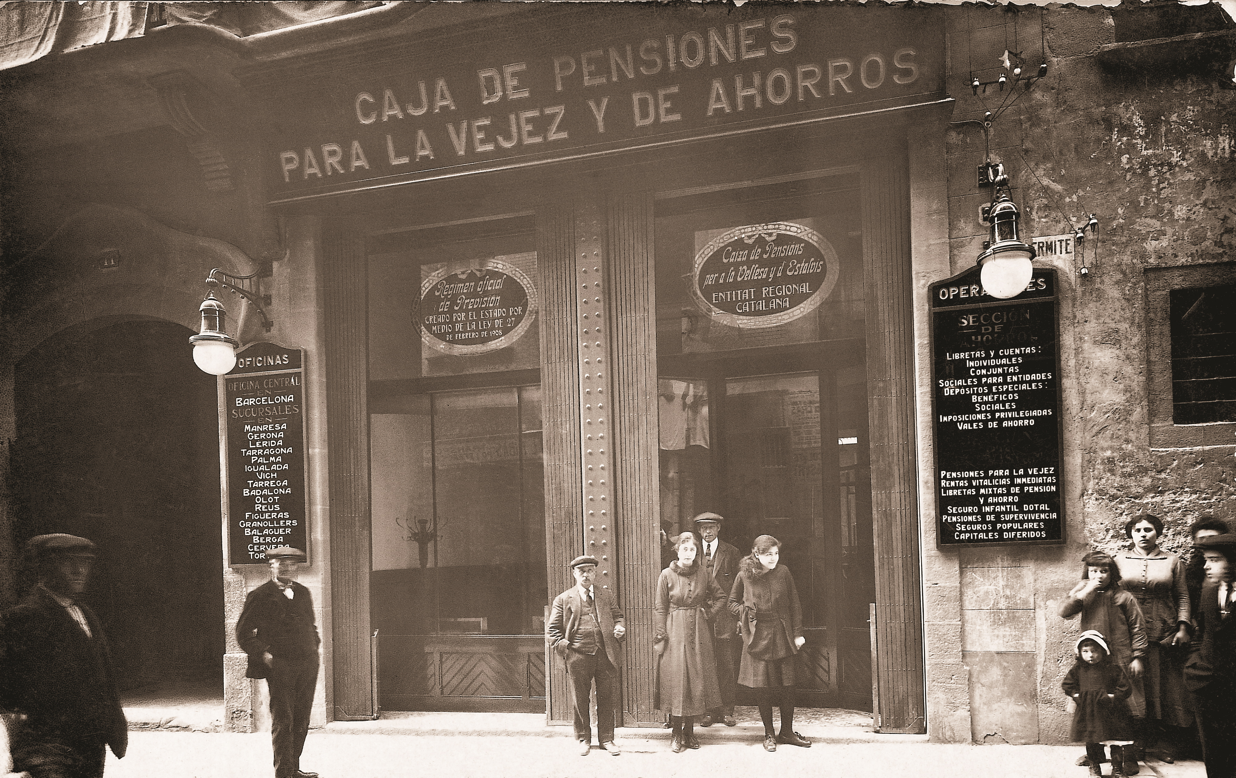 Caixabank celebra el centenario de su presencia en la for Oficina del consumidor reus