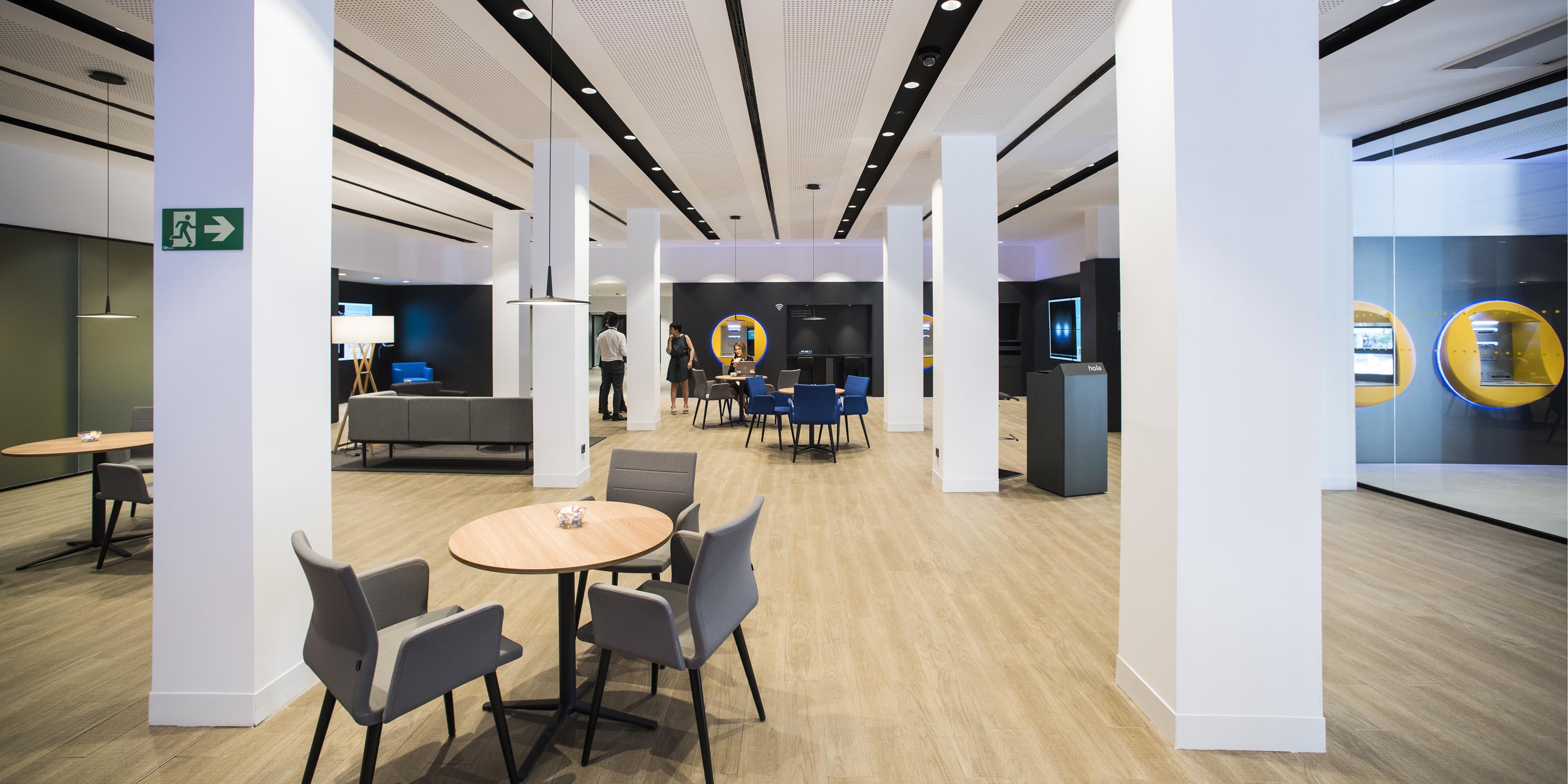 Caixabank abre en vic una oficina del nuevo modelo store for Caixa oficinas pamplona