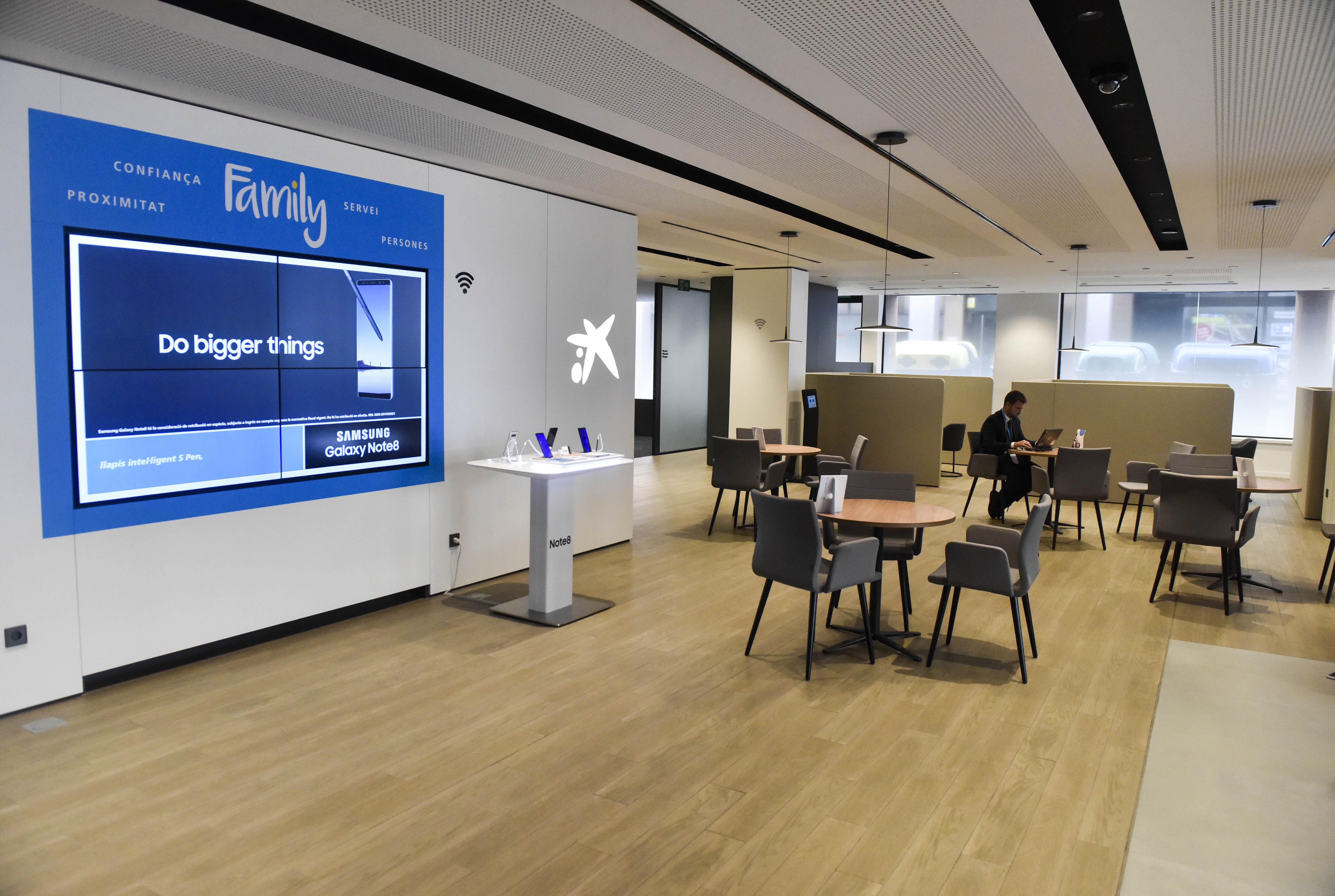 Caixabank ha inaugurat l oficina de nou model store for Oficina de sabadell