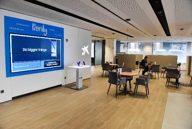 Caixabank ha inaugurado la oficina de nuevo modelo store cintur rambla de sabadell - Caixa telefonos oficinas ...