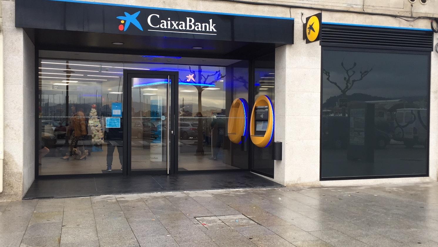 Caixabank obre una nova oficina a cangas per refor ar les for Oficines caixabank