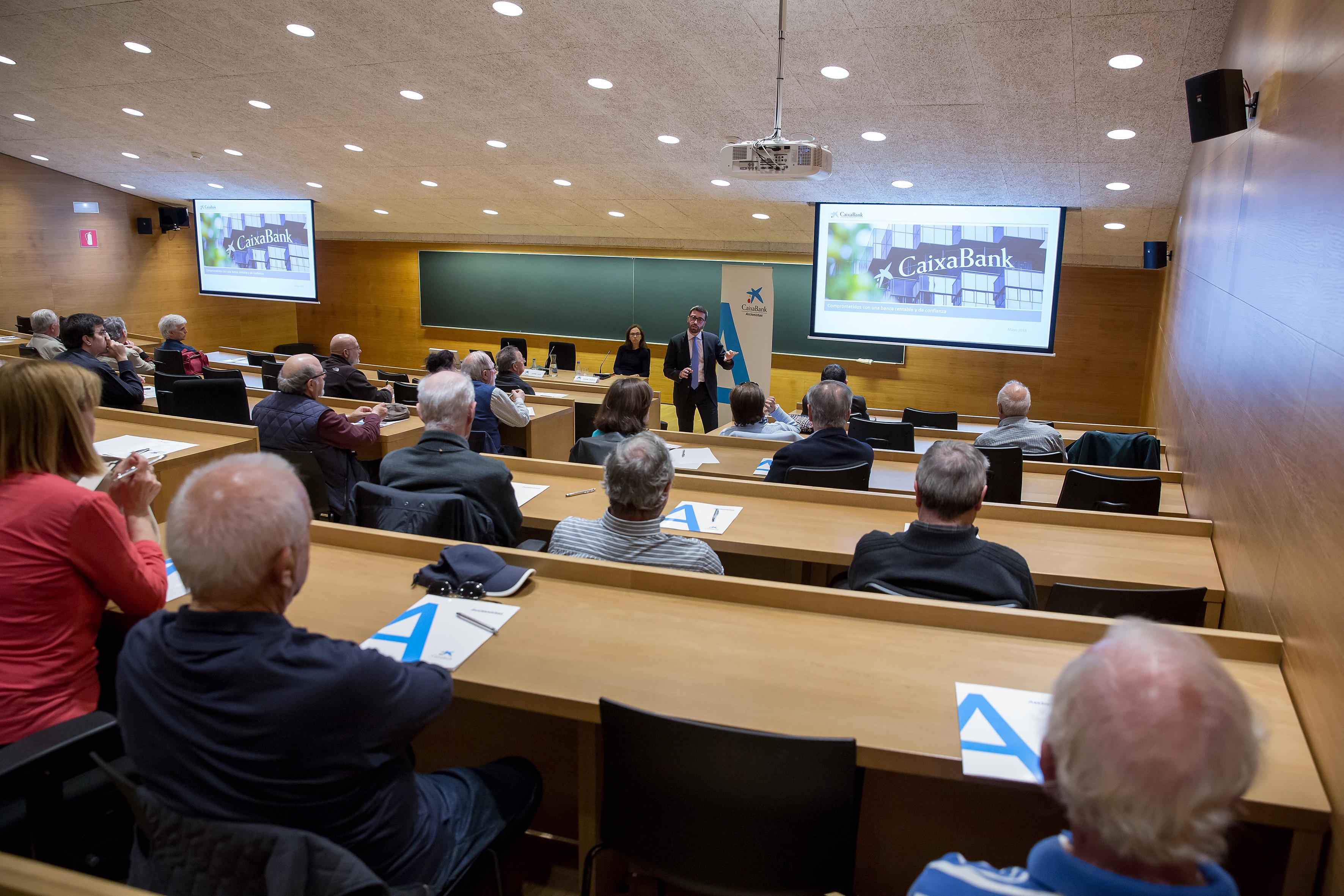 Resultado de imagen de CaixaBank se reúne con 150 accionistas en Santa Cruz de Tenerife para explicarles los últimos resultados de la entidad
