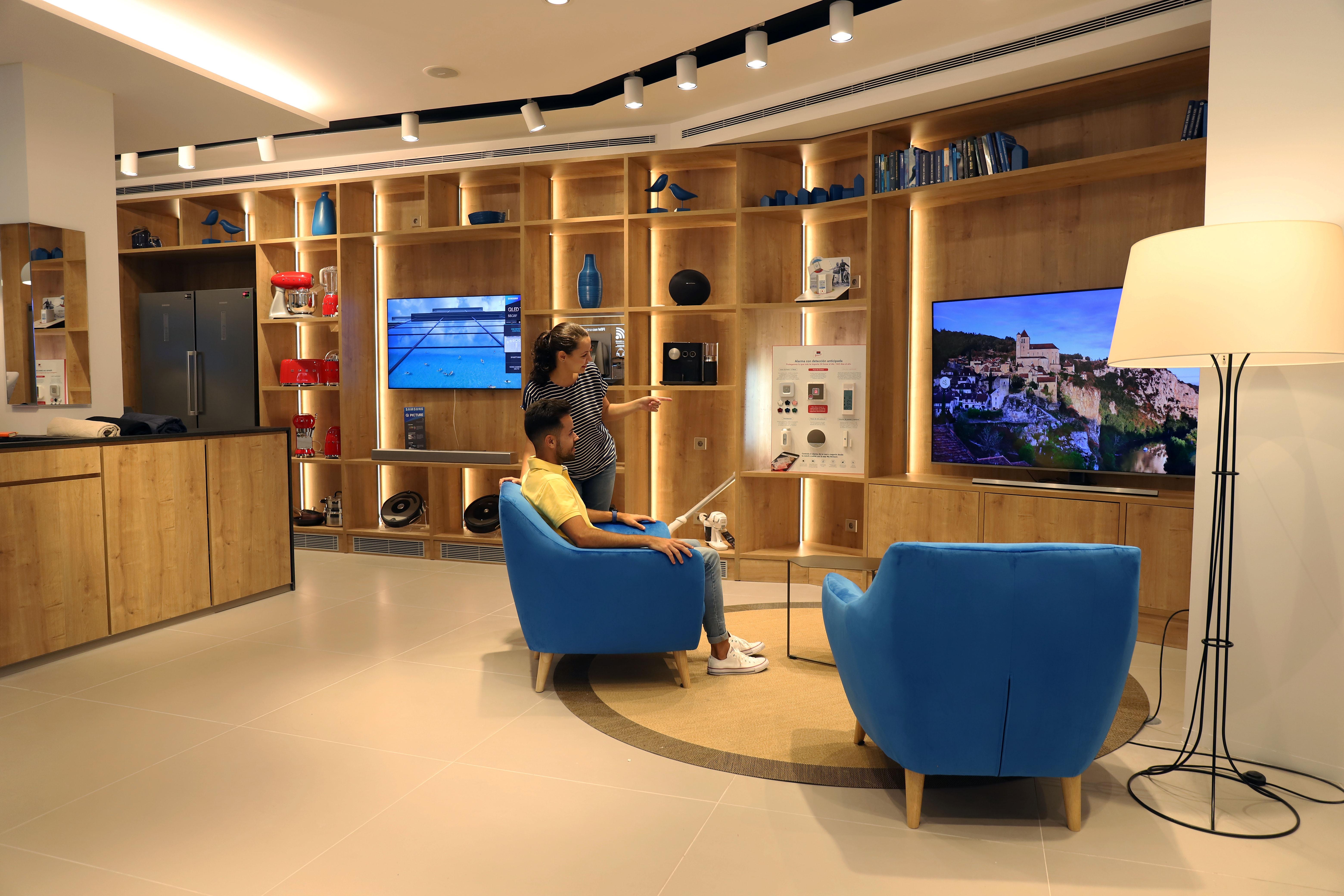 el grupo caixabank abre en m laga su primera tienda de On oficinas la caixa en malaga