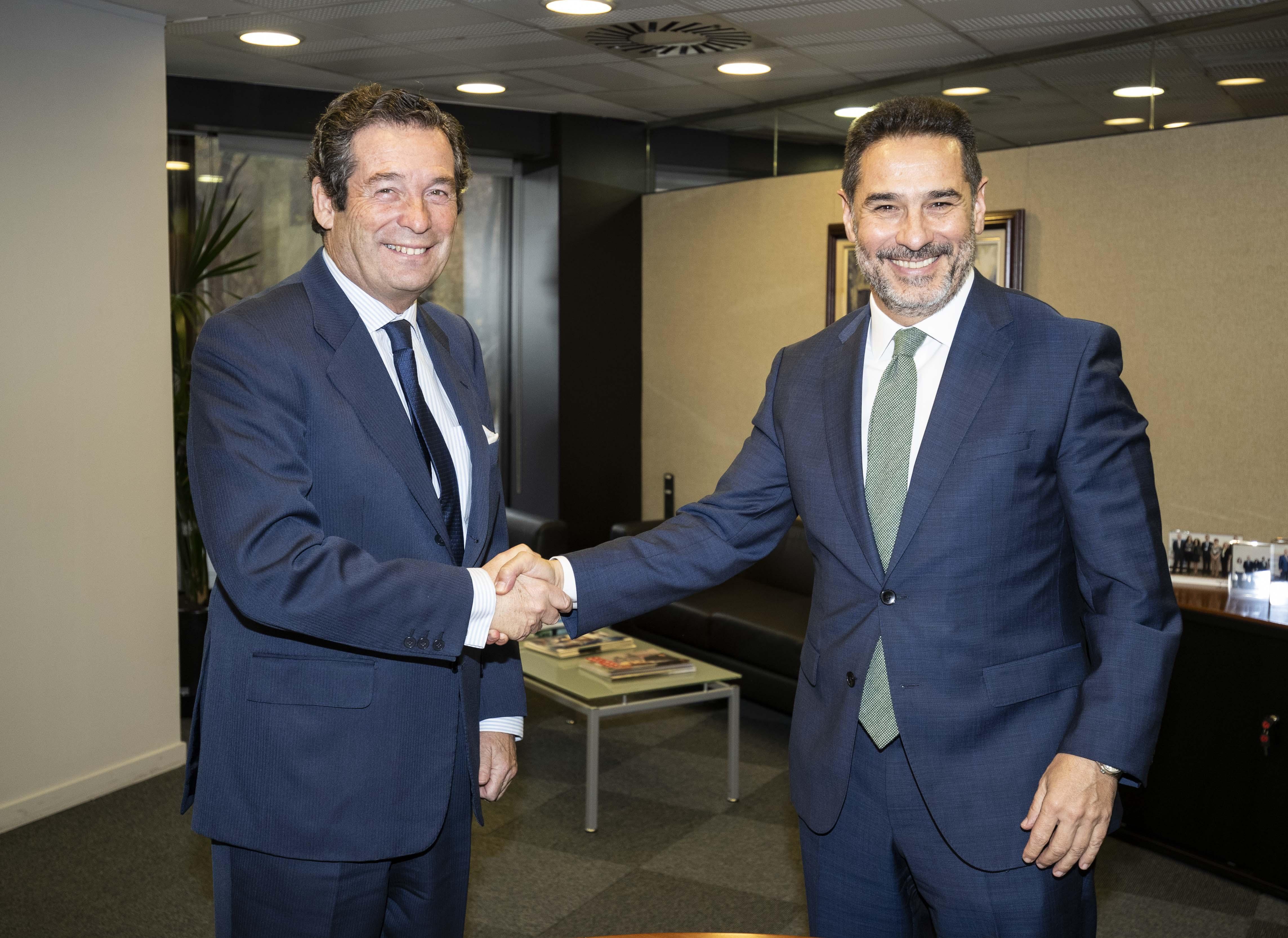Luis Cabanas y Juan Antonio Gómez-Pintado durante la firma del acuerdo